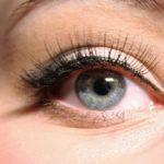 目元の印象はまつげで決まる!自然にまつげを際立たせる方法